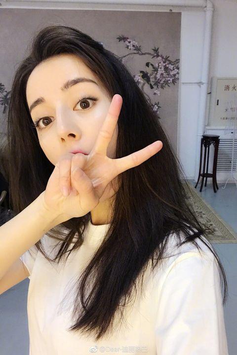 Hair, Face, Eyebrow, Lip, Long hair, Skin, Black hair, Hairstyle, Forehead, Beauty,