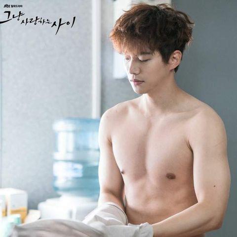韓國男星身材排行榜  2pm俊昊 健身 腹肌 肌肉 瘦身菜班