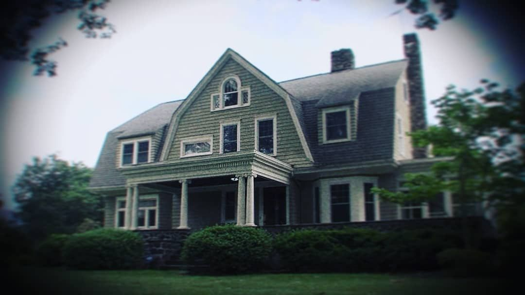 """The New Jersey """"Watcher"""" House Finally Sold—at a Loss of $500,000"""