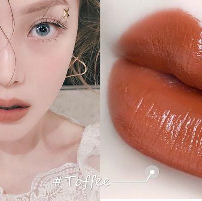Lip, Face, Skin, Cheek, Nose, Eyebrow, Chin, Beauty, Lipstick, Lip gloss,