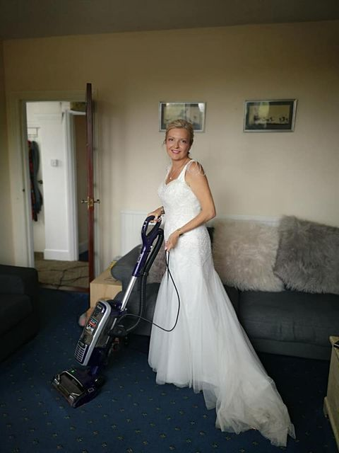 穿婚紗一整年!英國女人婚紗「不浪費」挑戰穿婚紗一整年