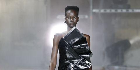 Human body, Fashion show, Shoulder, Human leg, Joint, Runway, Style, Fashion model, Street fashion, Knee,