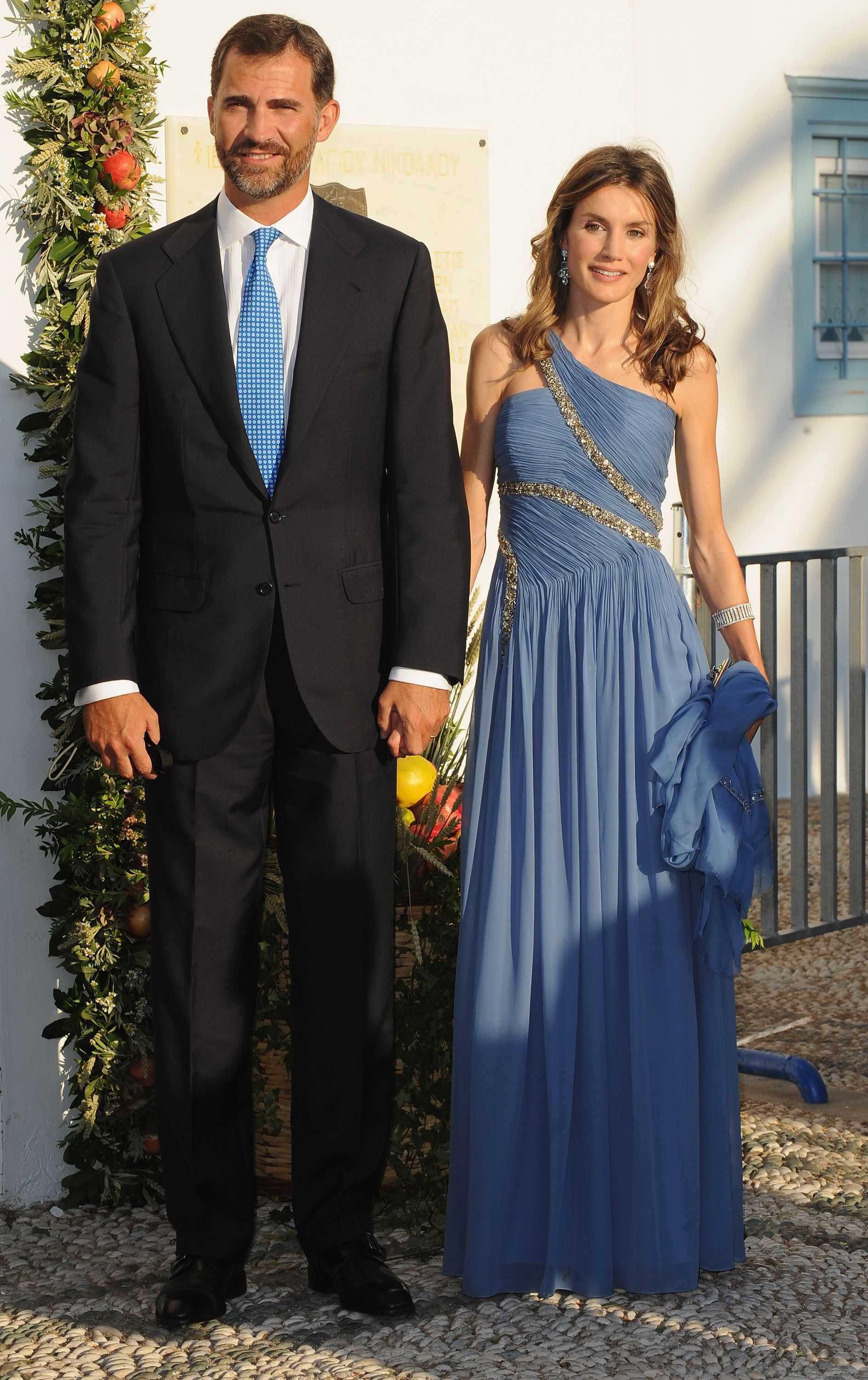 Awesome Commoners Gown Crest - Ball Gown Wedding Dresses - wietpas.info