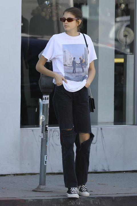 White, Clothing, Sportswear, Tights, Street fashion, T-shirt, Standing, Eyewear, Sunglasses, Fashion,