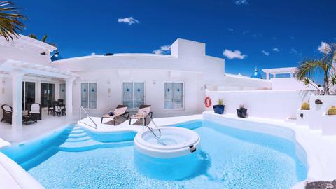 Blue, Swimming pool, Property, Water, Real estate, Fluid, Leisure, Aqua, Azure, Turquoise,