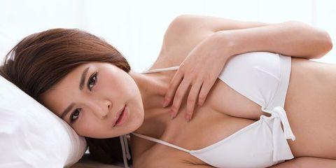 Lip, Skin, Joint, Eyelash, Comfort, Beauty, Elbow, Thigh, Undergarment, Model,