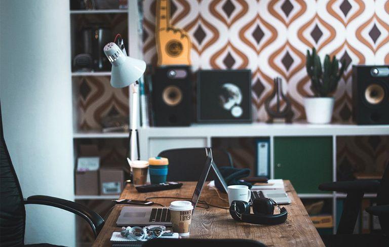 decorating your office desk. Deskmain Decorating Your Office Desk