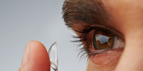 doctor removed 27 contacts from woman's eye