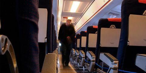 man fakes plane hijack