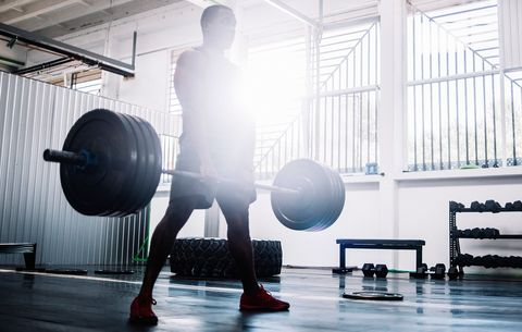 6 Mistakes You Make When Deadlifting That Are Screwing Up Your Back