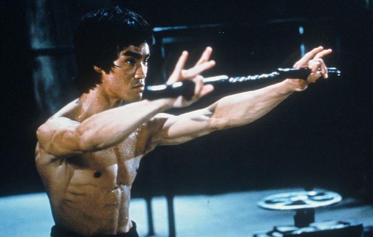 bruce lee, 45 anni fa moriva la leggenda delle arti marziali