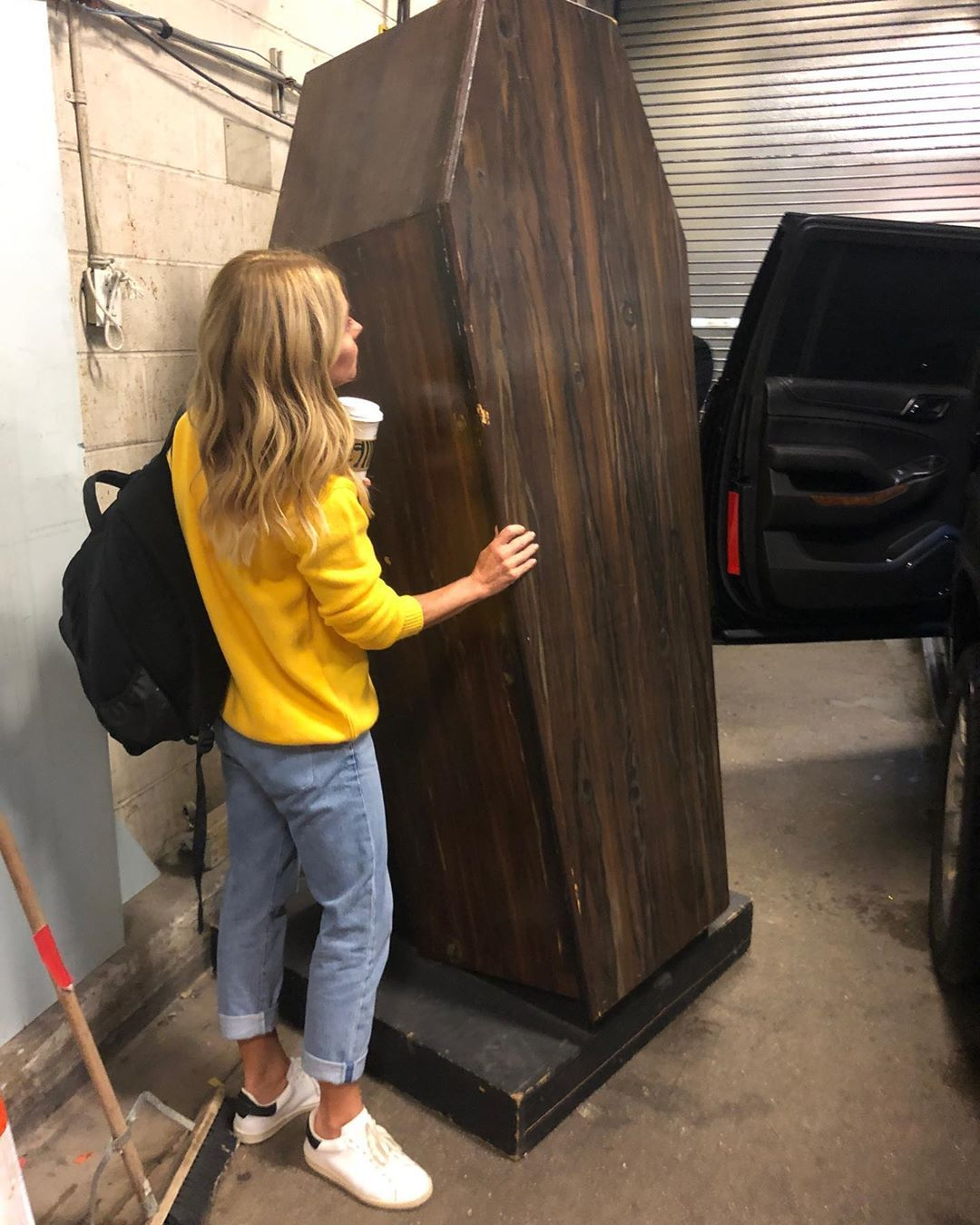 """Kelly Ripa, 49, Posts Photo Next to Coffin """"Birthday Gift"""" From Producers"""