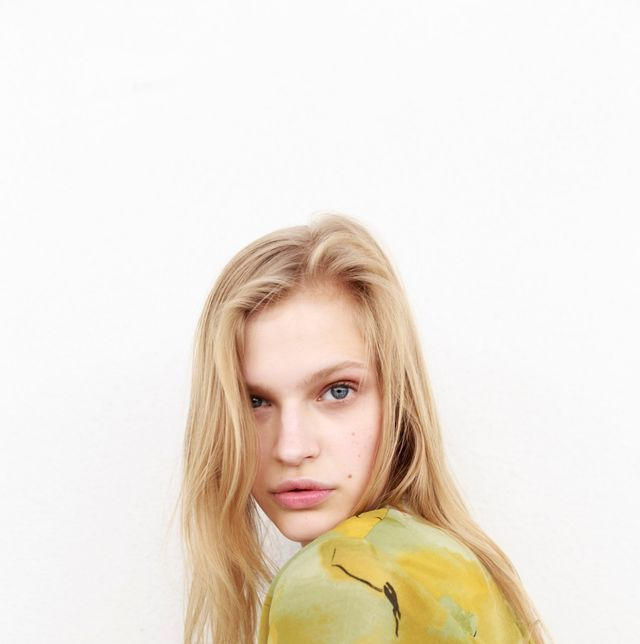 Yellow, Clothing, Green, Blond, Shoulder, Beauty, Outerwear, Fur, Jacket, Long hair,