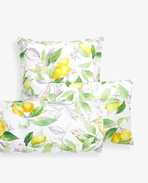 Yellow, Pillow, Flower, Throw pillow, Petal, Textile, Cushion, Plant, Pattern, Wildflower,
