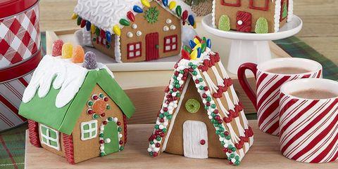 Gingerbread, Gingerbread house, Christmas decoration, Food, Christmas, Dessert, Confectionery, Christmas ornament, Christmas tree, Interior design,
