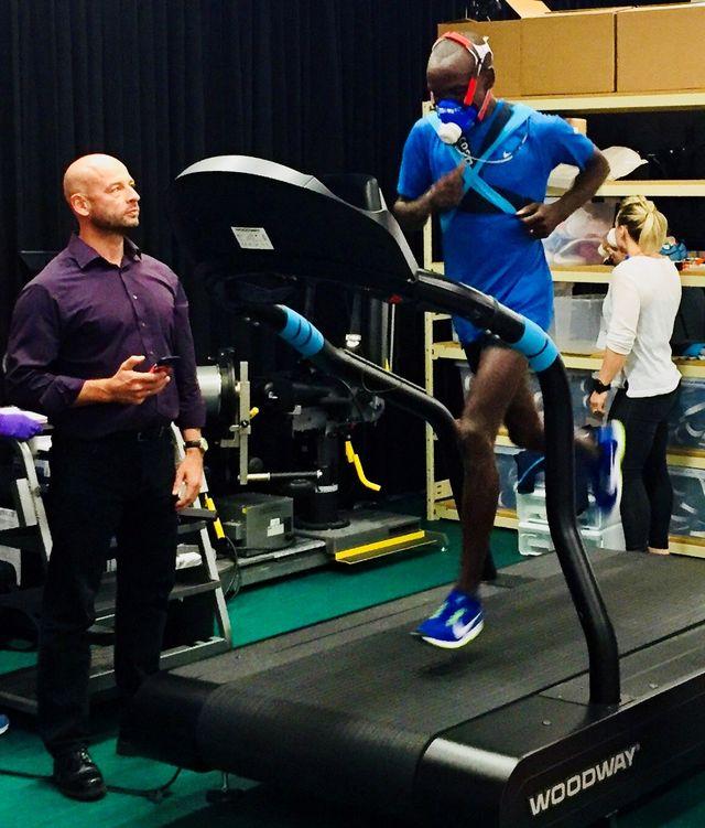Footwear, Leg, Human leg, Shoe, Exercise machine, Calf, Helmet, Physical fitness, Spandex, Balance,