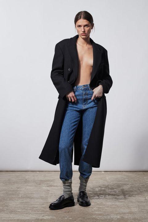 moda jeans 2021, jeans moda 2021, mom jeans, jeans a vita alta, jeans anni novanta, moda denim 2021 2022, moda jeans autunno inverno 2021 2022, moda jeans 2022, moda jeans inverno 2022
