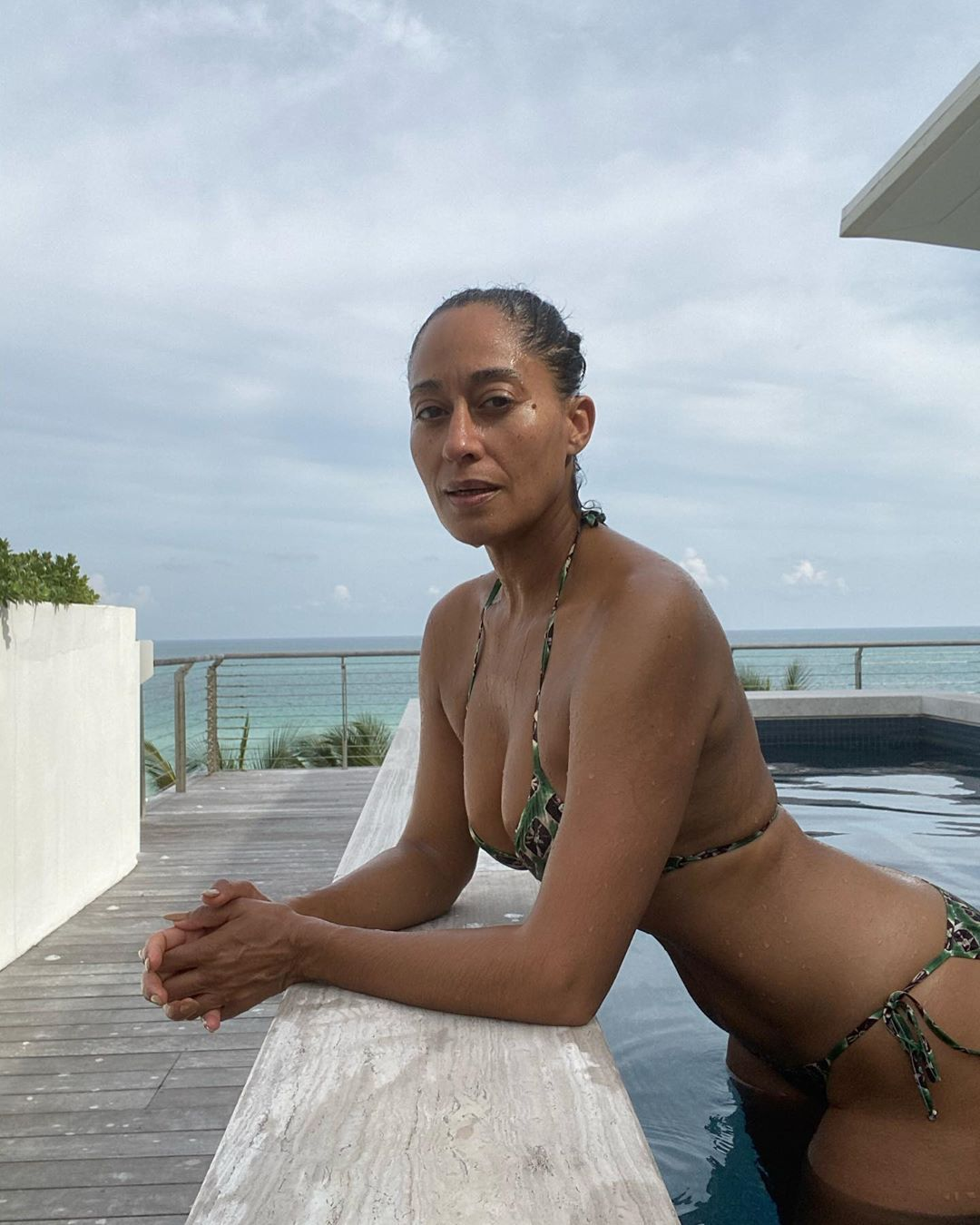 At 47, Tracee Ellis Ross Just Shared A Ton Of Unretouched Bikini Pics To Celebrate Her Birthday