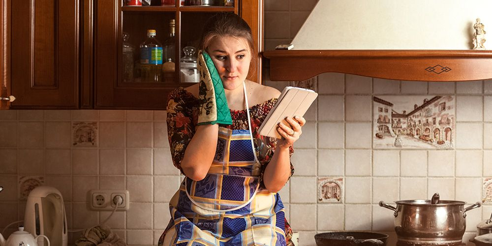 11 Thoughts All Girls Who Can't Cook For Sh*t Have Definitely Had | Women's Health