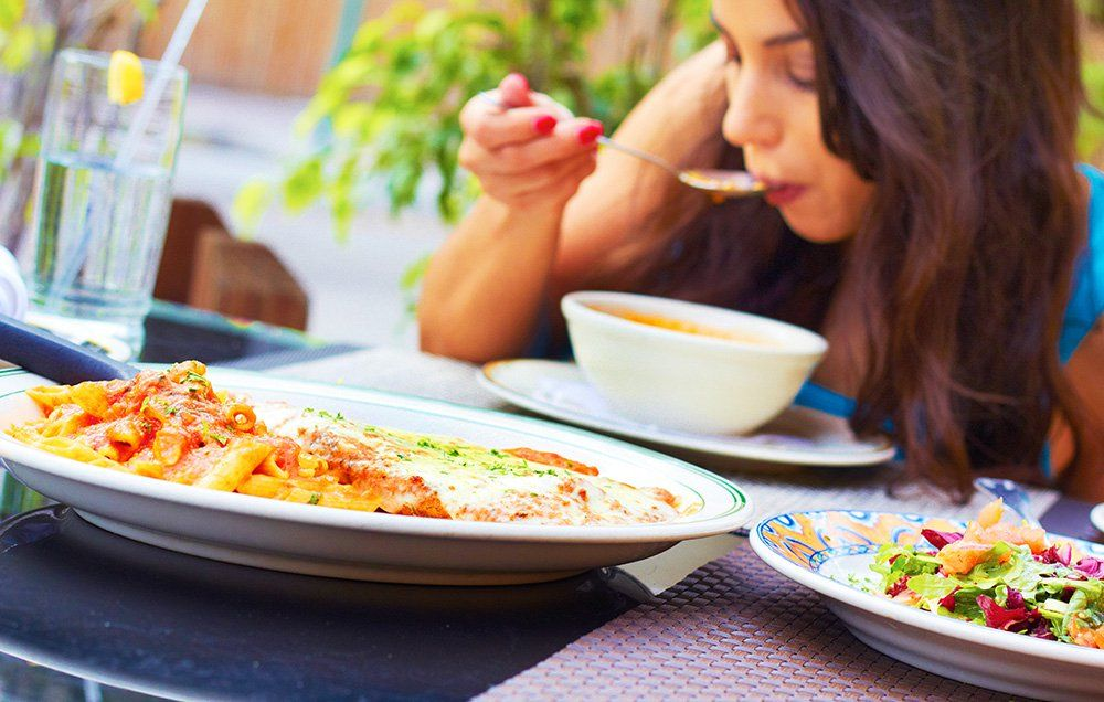 6 Straightforward Things You Can Do at Mealtime to Make Losing Weight Easier