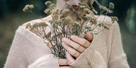 Finger, Outerwear, Sweater, Wool, Flowering plant, Thumb, Knitting, Woolen, Creative arts, Gesture,