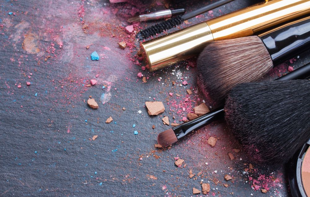 5 Foul Things That Happen When You Don't Clean Your Makeup Tools ...