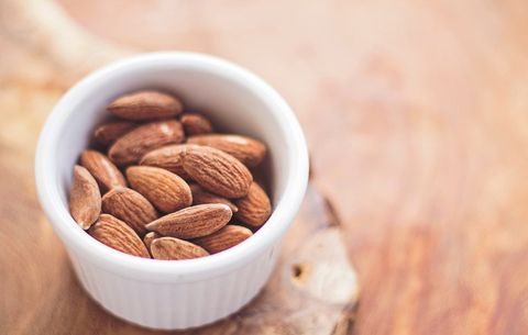 Exactly How Many Almonds You Should Eat Per Day to Blast Belly Fat