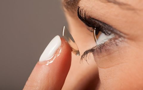 442d699ccb7 5 Huge Mistakes We re All Making With Our Contact Lenses