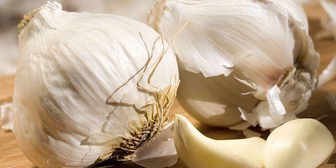 Garlic body odor from diet