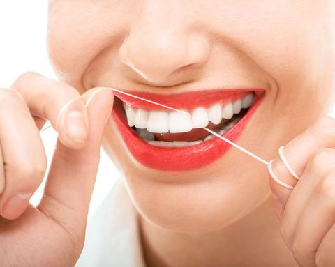 There Is A Right Way To Floss And You Re Probably Not Doing It