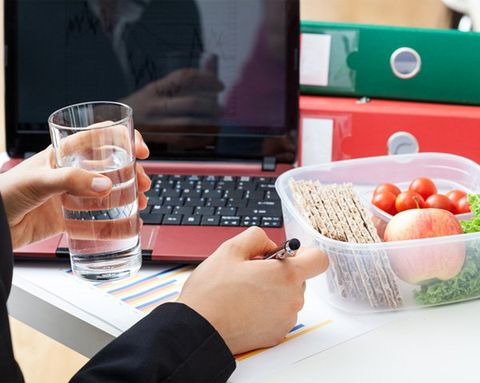 5 Foods to Keep at Work for Healthy Last-Minute Lunches