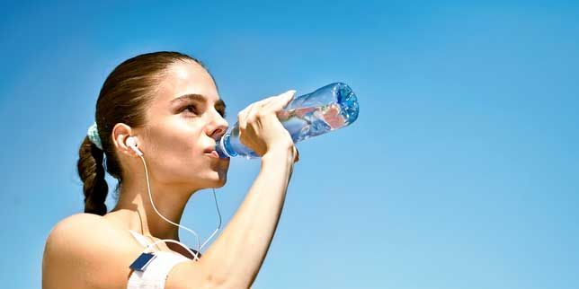 Q Amp A How Much Water Should I Really Drink On A Long Run