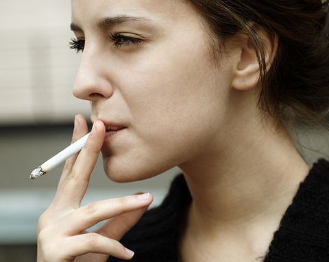 The Truth About That Scary Video That Shows What Smoking Does to Your Lungs