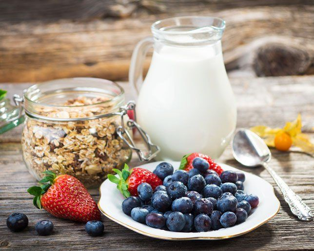 The Top Foods People Who've Lost More Than 10 Pounds Eat for Breakfast