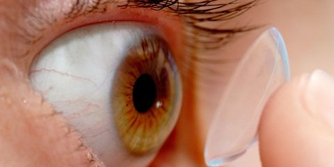 Woman lost 27 contacts in eye