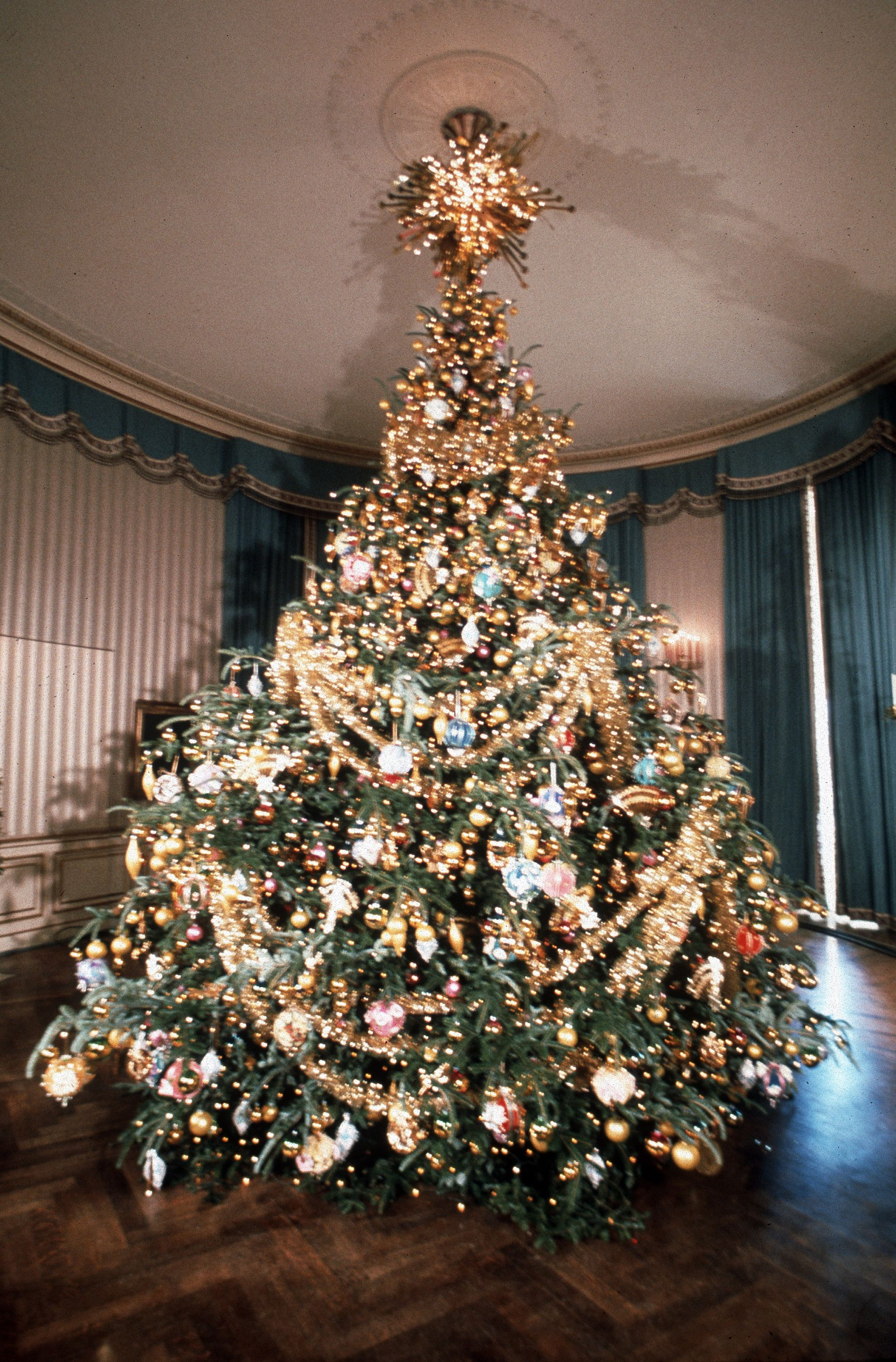 40 Best Christmas Trees Ever White House Rockefeller Center More Dazzling Decorated Trees