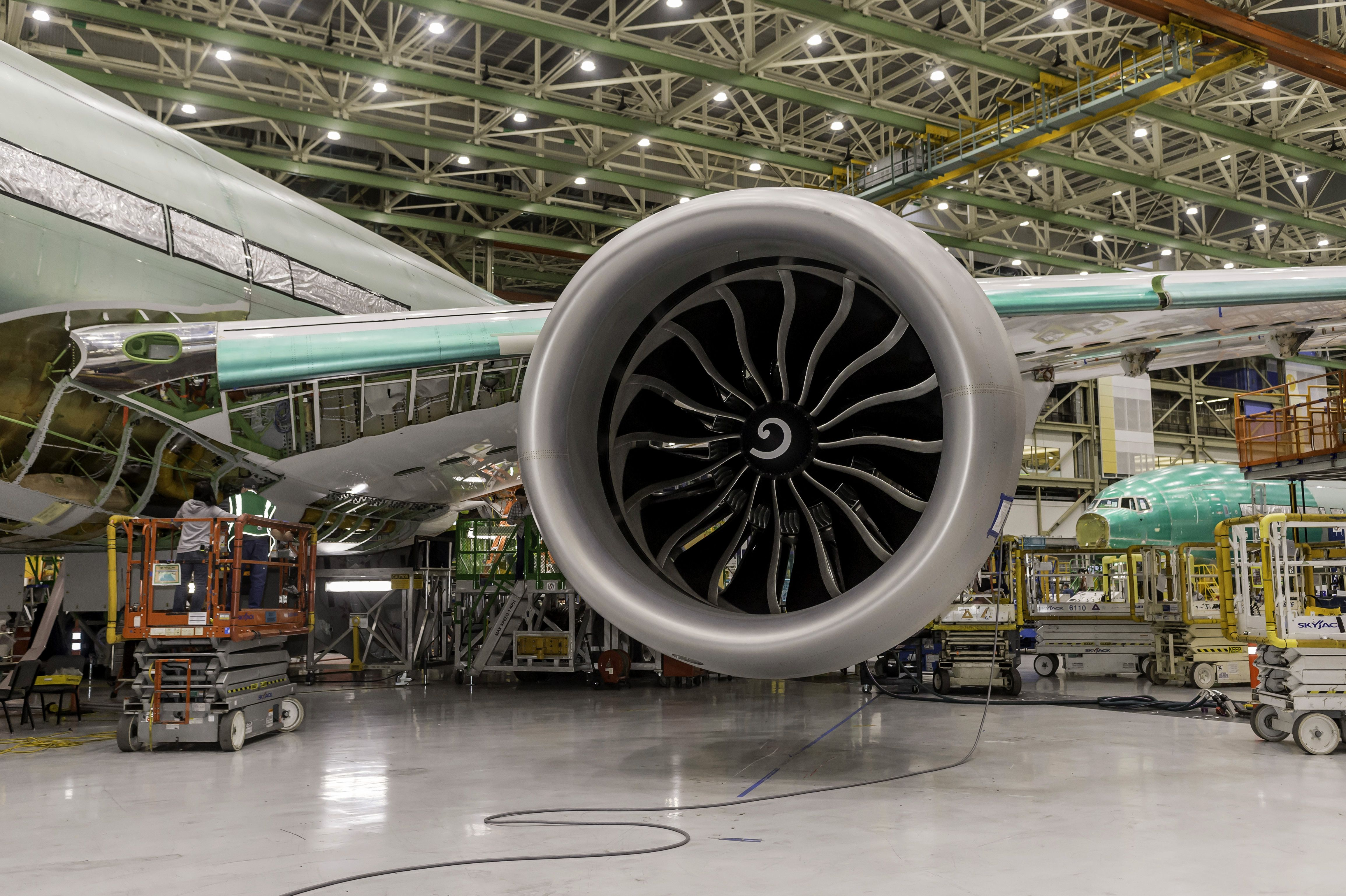 777x-flight-test-engine-install-2-443-15