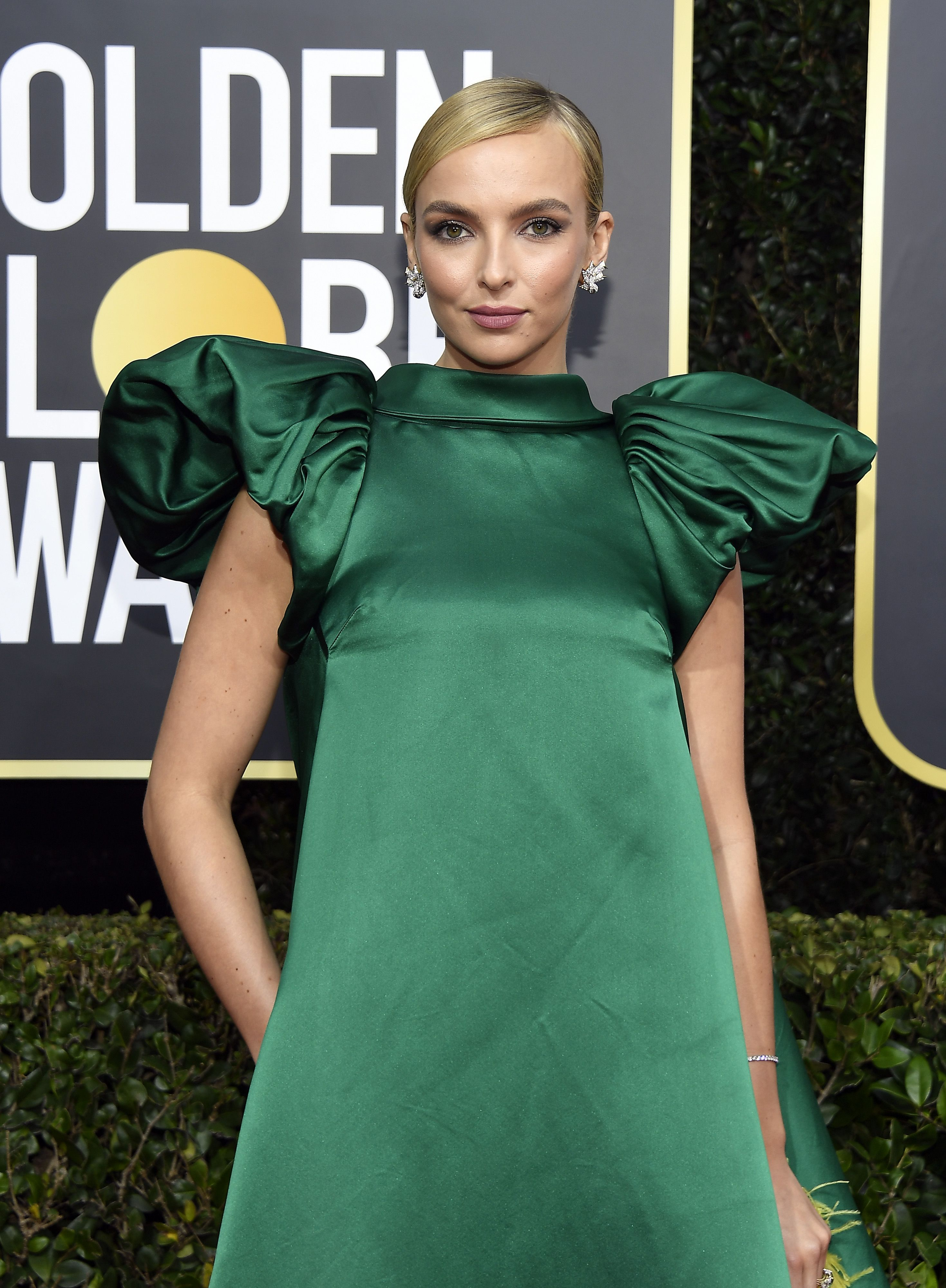 Twitter Compared 'Killing Eve' Star Jodie Comer's Golden Globes Dress to Baby Yoda and I Can't Unsee It