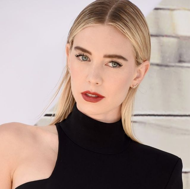 Hair, Face, Skin, Beauty, Hairstyle, Shoulder, Blond, Lip, Fashion, Model,