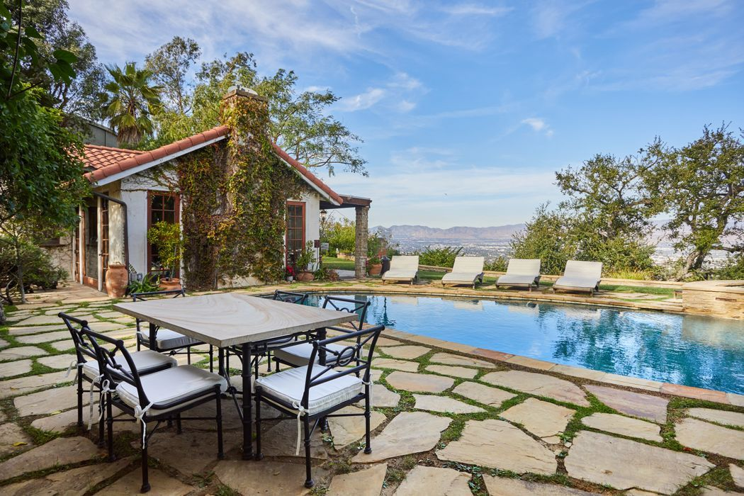 John Stamos's Beverly Hills Bachelor Pad is On the Market For $6.75 Million