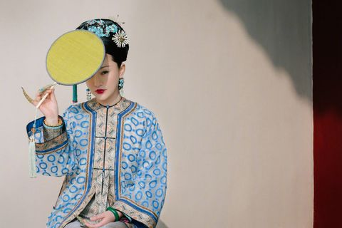 Yellow, Peking opera, Fashion, Headpiece, Illustration, Textile, Headgear, Room, Visual arts, Art,