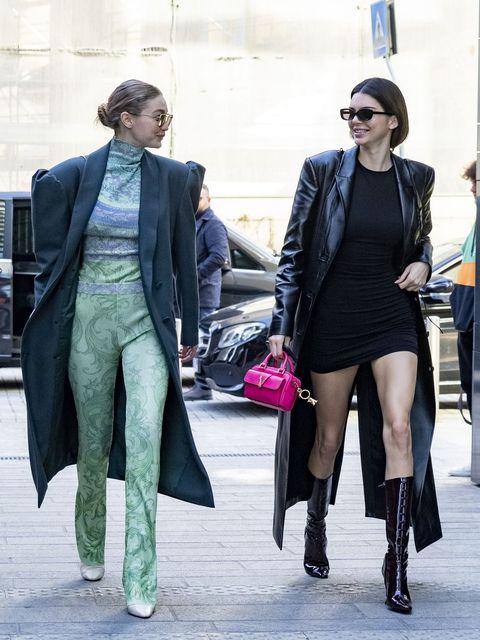 Street fashion, Clothing, Fashion, Tights, Leg, Snapshot, Thigh, Footwear, Outerwear, Street,