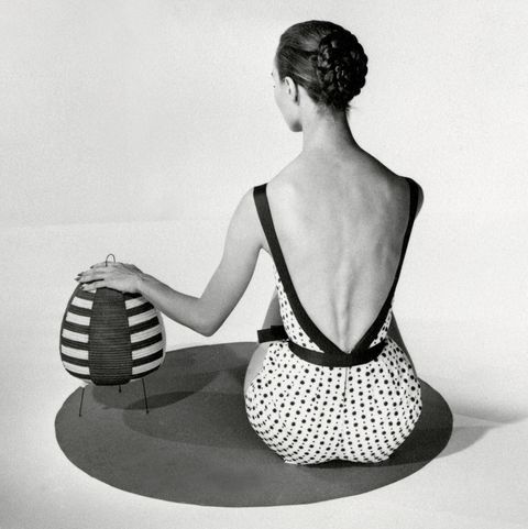 White, Sitting, Shoulder, Black-and-white, Joint, Photography, Arm, Leg, Balance, Monochrome,