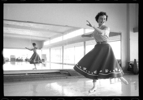Photograph, Black, Black-and-white, Standing, Snapshot, Photography, Dance, Monochrome photography, Ballet dancer, Monochrome,
