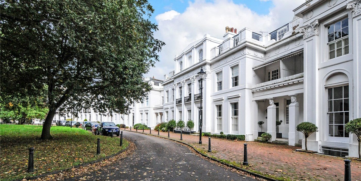 8 Park Crescent - Worthing - drive - Robert Luff & Co