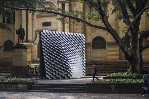 80 Hz, una instalación que convierte la pintura en música, de Wing-Evans