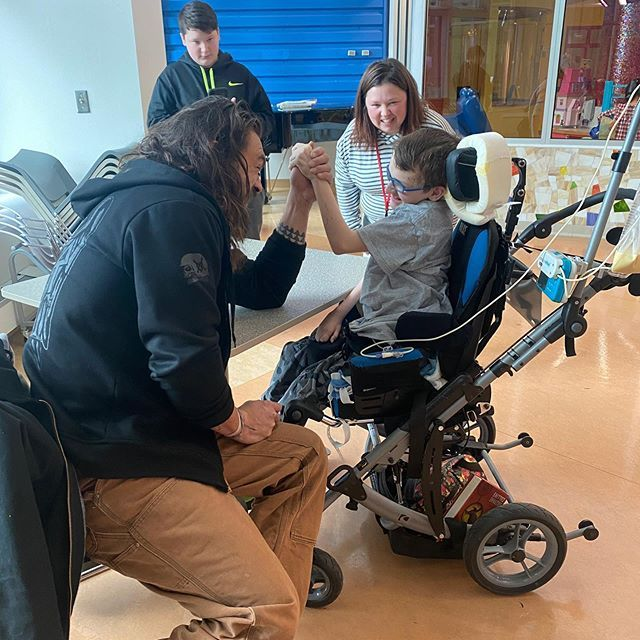 Jason Momoa Visited Fans at a Pittsburgh Children's Hospital and Shared the Sweet Photos