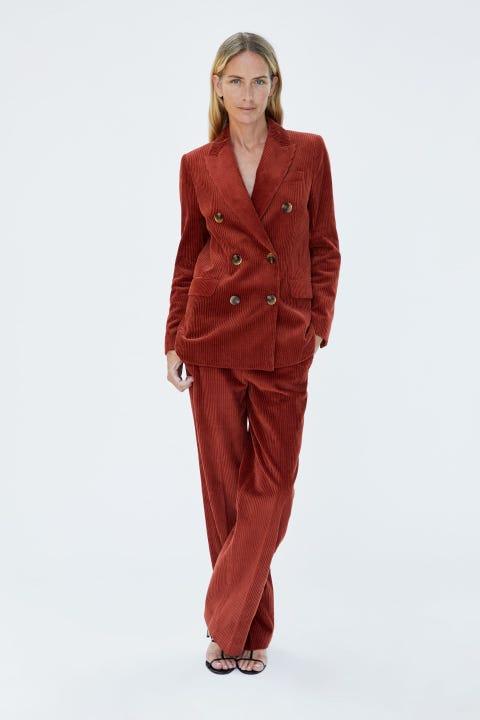 Clothing, Suit, Outerwear, Maroon, Standing, Formal wear, Pantsuit, Jacket, Blazer, Fashion model,