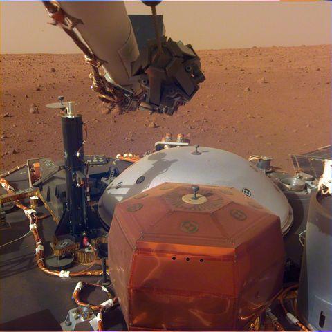 mars insight lander camera first shot