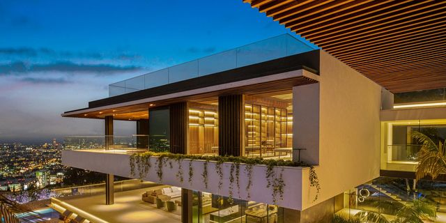 One Of Hollywood S Largest Homes 8408 Hillside Avenue Is On The Market For 43 Million